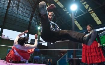 referee bolivian wrestling Cholitos